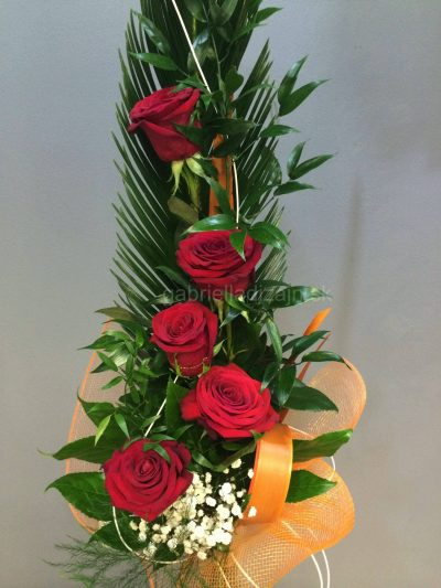 Elegantná vysoká kytica ruží